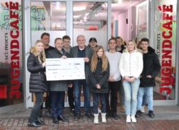 Porsche spendet für SCI:Jugendcafe